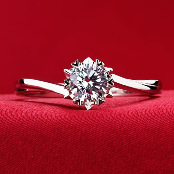 Classic twisted arm snowflake ring